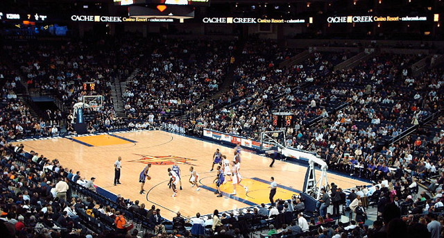 Sacramento Kings vs. Golden State Warriors. Photo by Greek-a-fella. Wikimedia Commons.