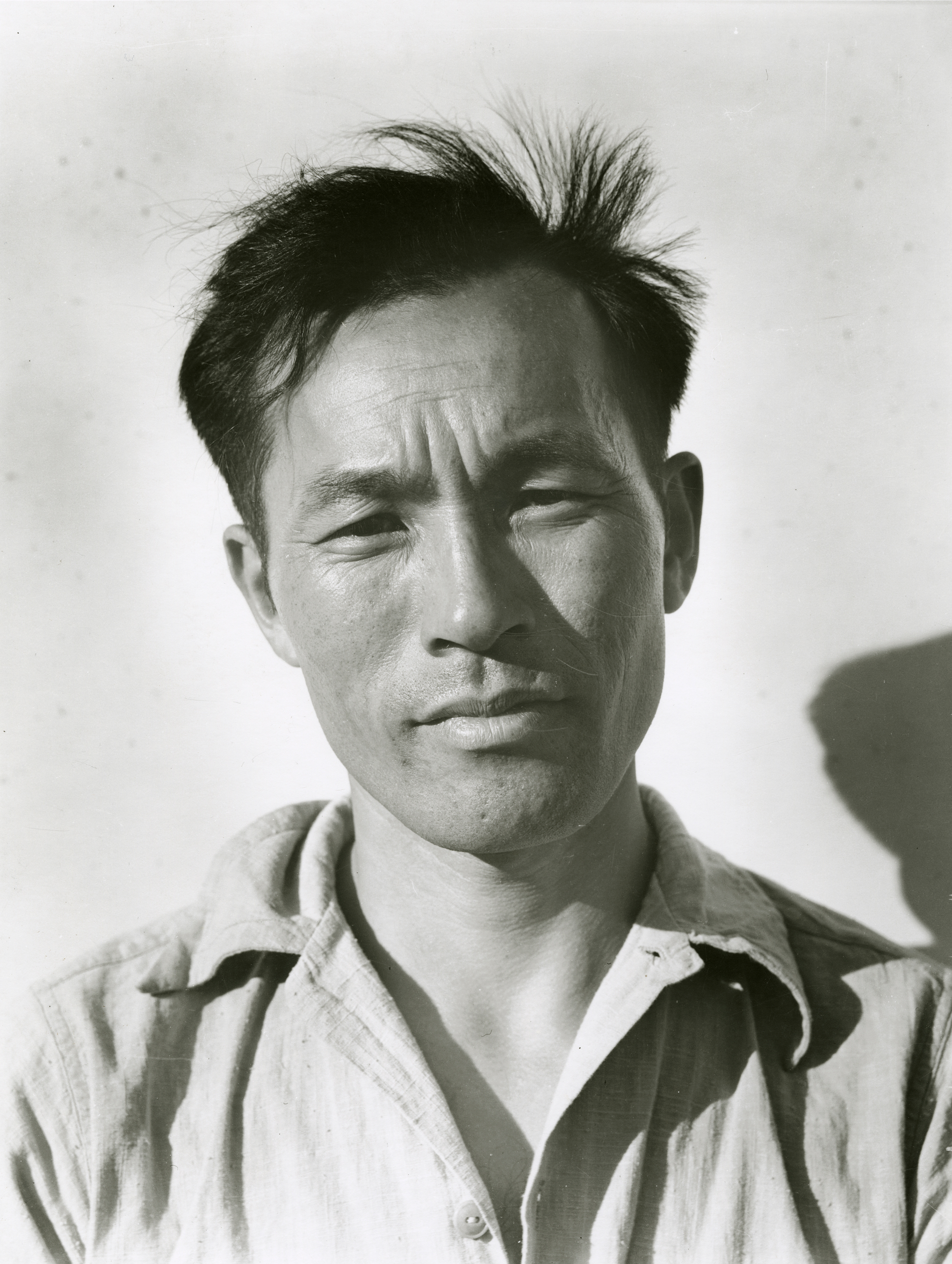 http://museumca.org/sites/default/files/Young%20Man%20at%20Manzanar%20Relocation%20Center%2C%20July%203%2C%201942.jpg