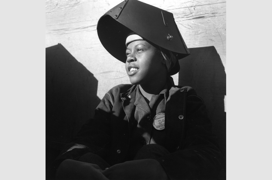 Dorothea Lange, Shipyard Worker, Richmond California, circa 1943. © The Dorothea Lange Collection, the Oakland Museum of California, City of Oakland. Gift of Paul S. Taylor.