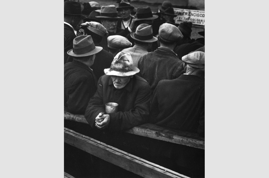 Dorothea Lange, White Angel Bread Line, San Francisco, 1933. © The Dorothea Lange Collection, the Oakland Museum of California, City of Oakland. Gift of Paul S. Taylor.