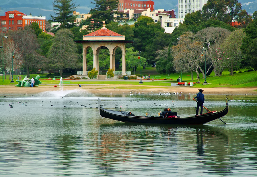 Lake Merritt gondolier. Photo by Jerry Ting. Courtesy of Visit Oakland