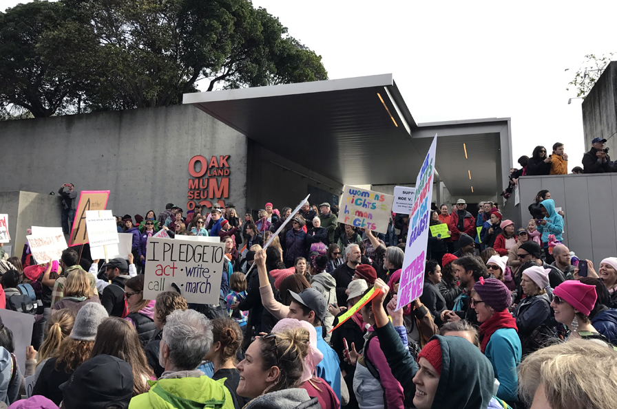 The crowd outside of the Oakland Museum of California before the Women's March