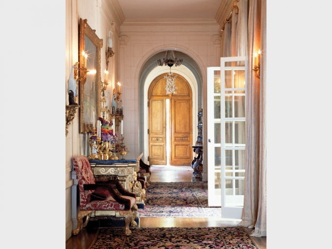 Image from Ann Getty Interior Style book by Diane Dorrans Saeks, Oct 2012.