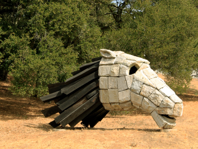 Ilan Averbuch, Horse Head for Runnymede, 1990, wood and copper. Photo courtesy of Ryan Cummings, DryStoneGarden.