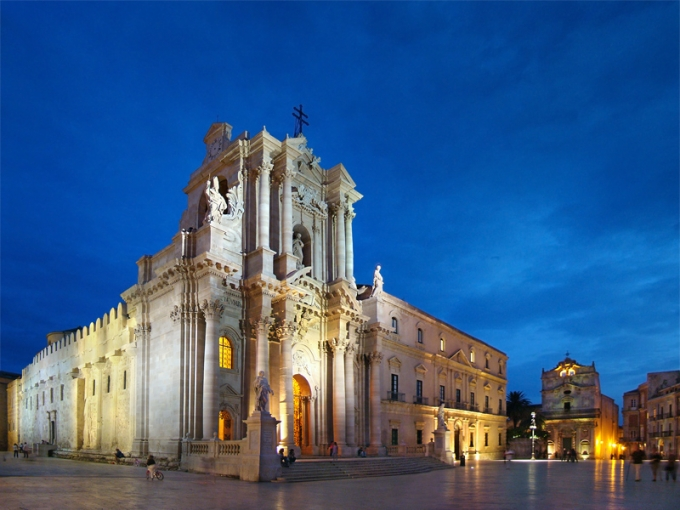 Piazza Duomo, Syracuse, Sicily, Italy. Photo by Tango7174. Creative Commons Attribution-Share Alike 3.0 Unported, 2.5 Generic, 2.0 Generic, and 1.0 Generic.