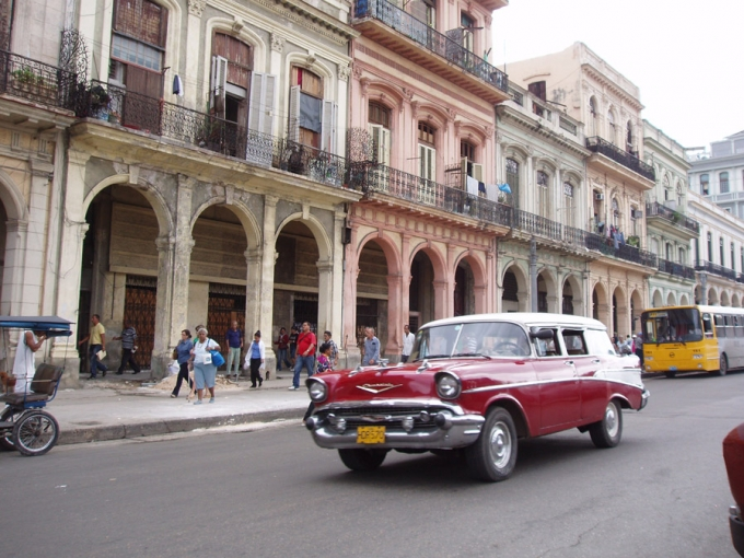 A street at the Old Havana (La Habana Vieja) UNESCO World Heritage Site. Photo by Gildemax. Creative Commons Attribution ShareAlike 3.0 Germany.