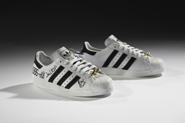 adidas x Run–DMC, 25th Anniversary Superstar, 2011. Courtesy of Run–DMC, collection of Erik Blam. Photo: Ron Wood. Courtesy American Federation of Arts/Bata Shoe Museum