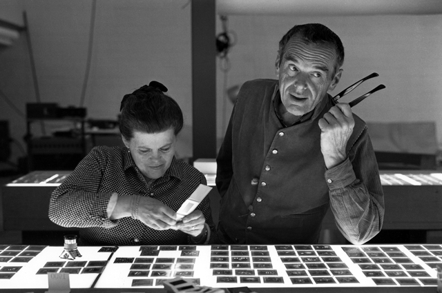 Charles and Ray Eames selecting slides. © Eames Office LLC.